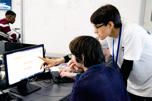 Dr. Anja Remshagen works with a student